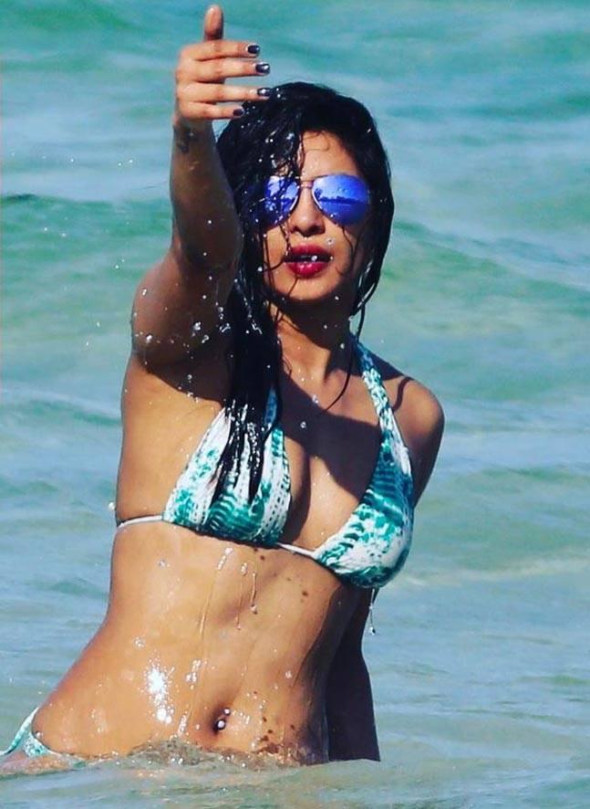 priyanka chopra beach pics1