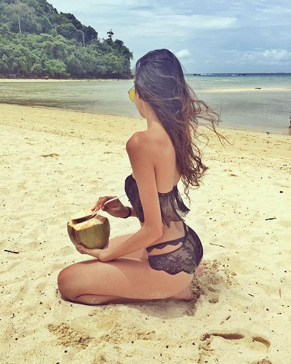 alanna panday holiday picture with coconut