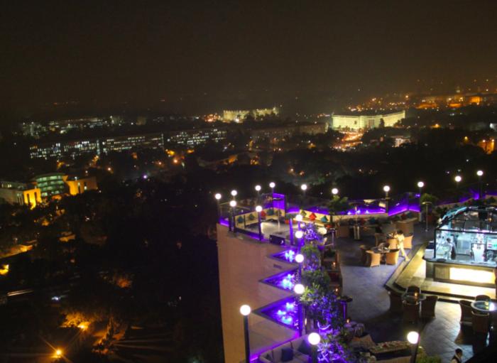 sky lounge restaurante delhi