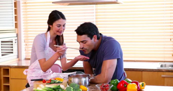 when she cook for him to impress - things girls do that guys love