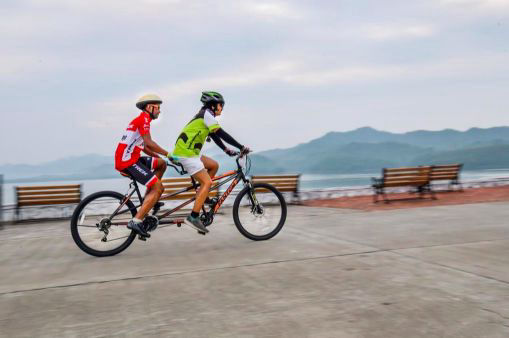 riverfront-cycling-near-statue-of-unity