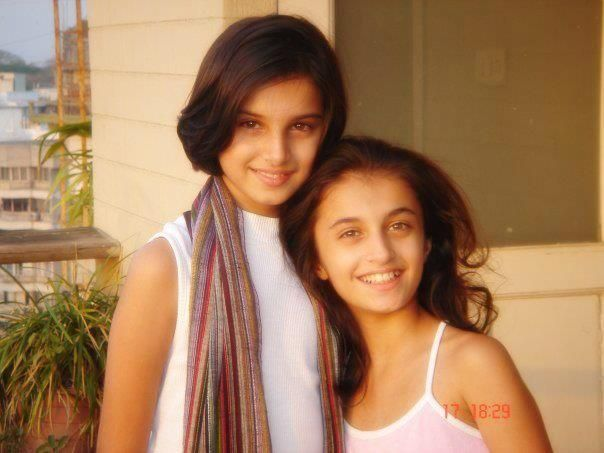 Tara Sutaria with her sister pia