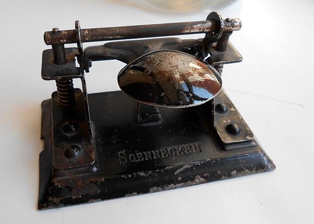 Antique heavy-duty Soennecken hole punch
