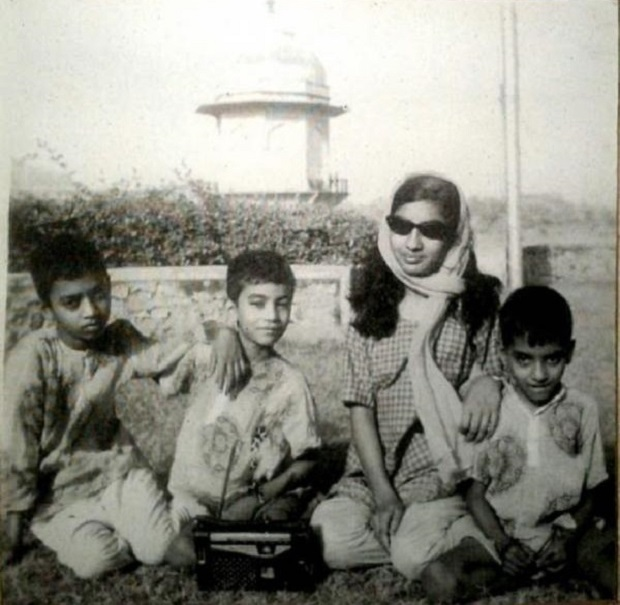 irrfan khan childhood family picture