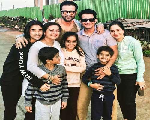 Sharman Joshi and Prerana Chopra Outing with Kids
