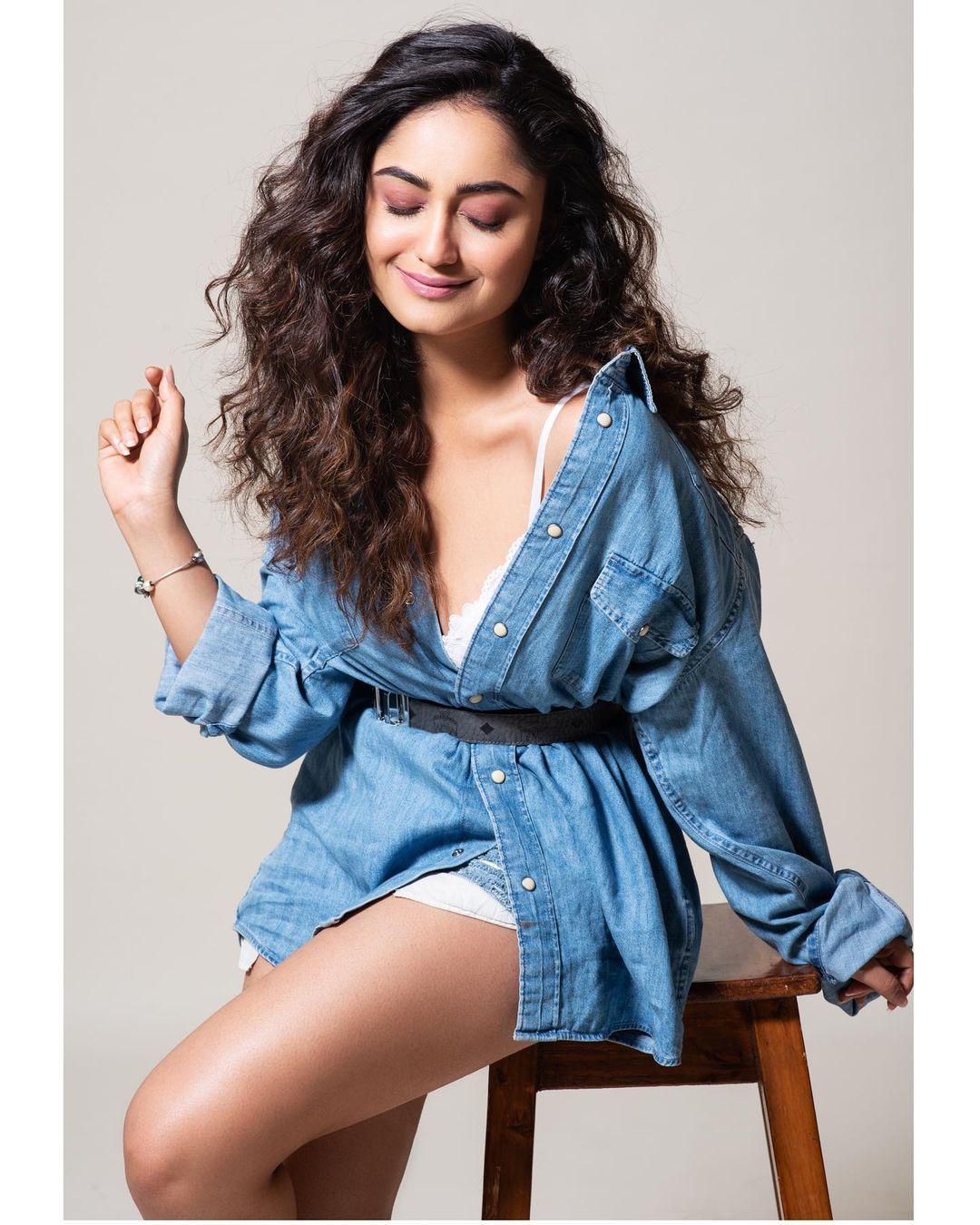 Tridha Choudhury cute Photos