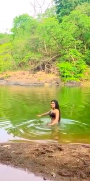nidhi bhanushali bikini video stills