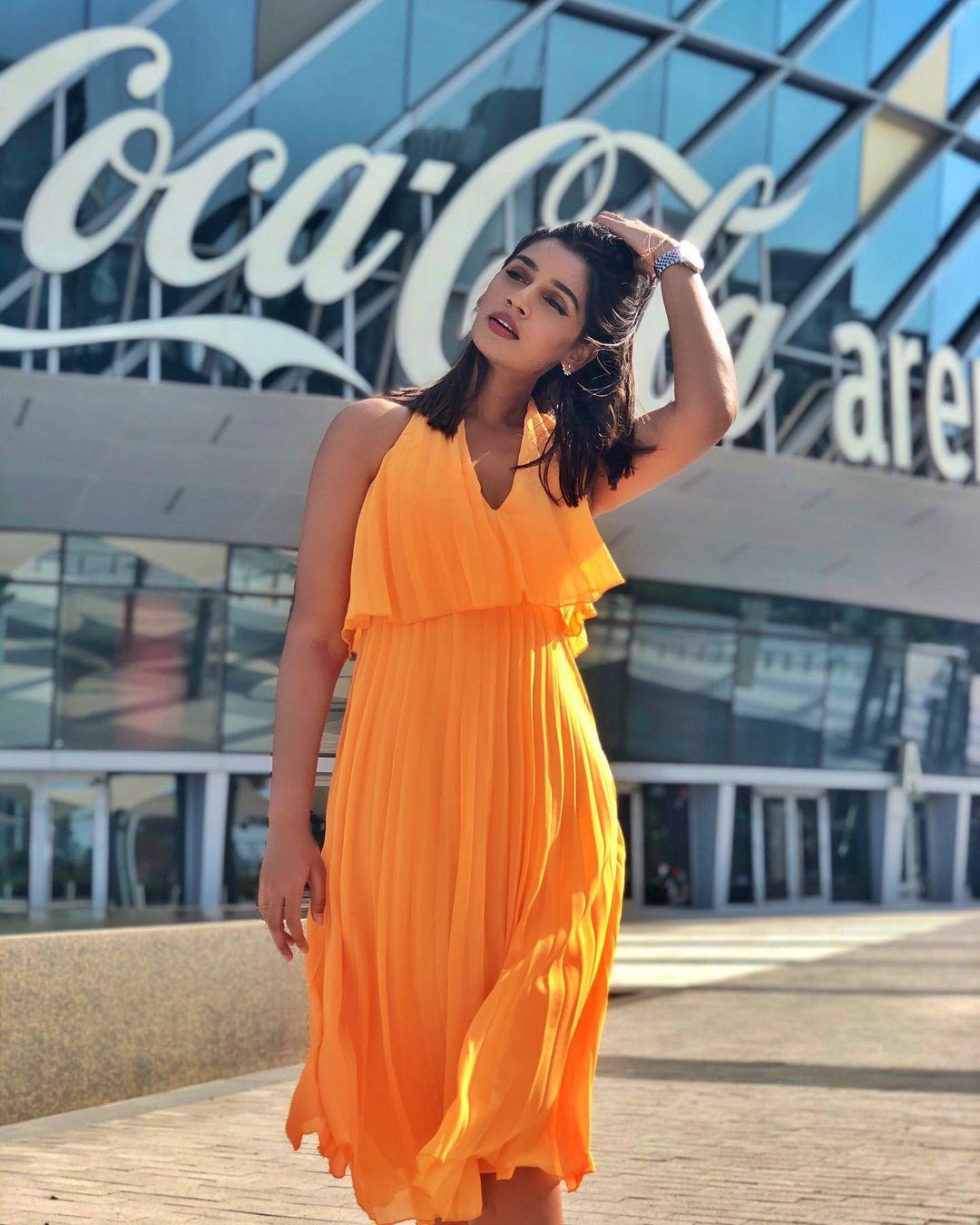 Sanjana Ganesan hot pics