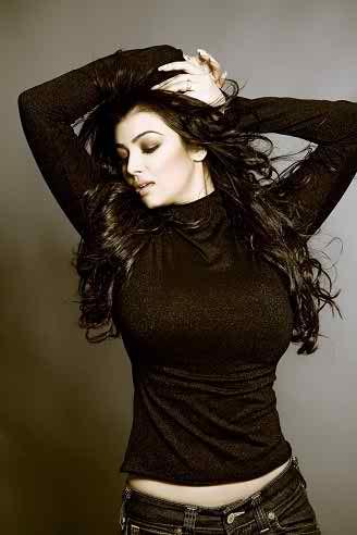 Ayesha-Takia-breast-Reduction