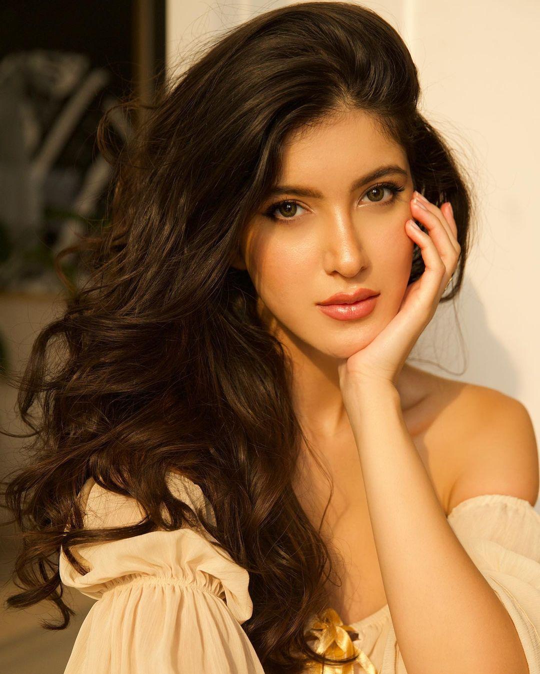 Shanaya Kapoor beautiful look