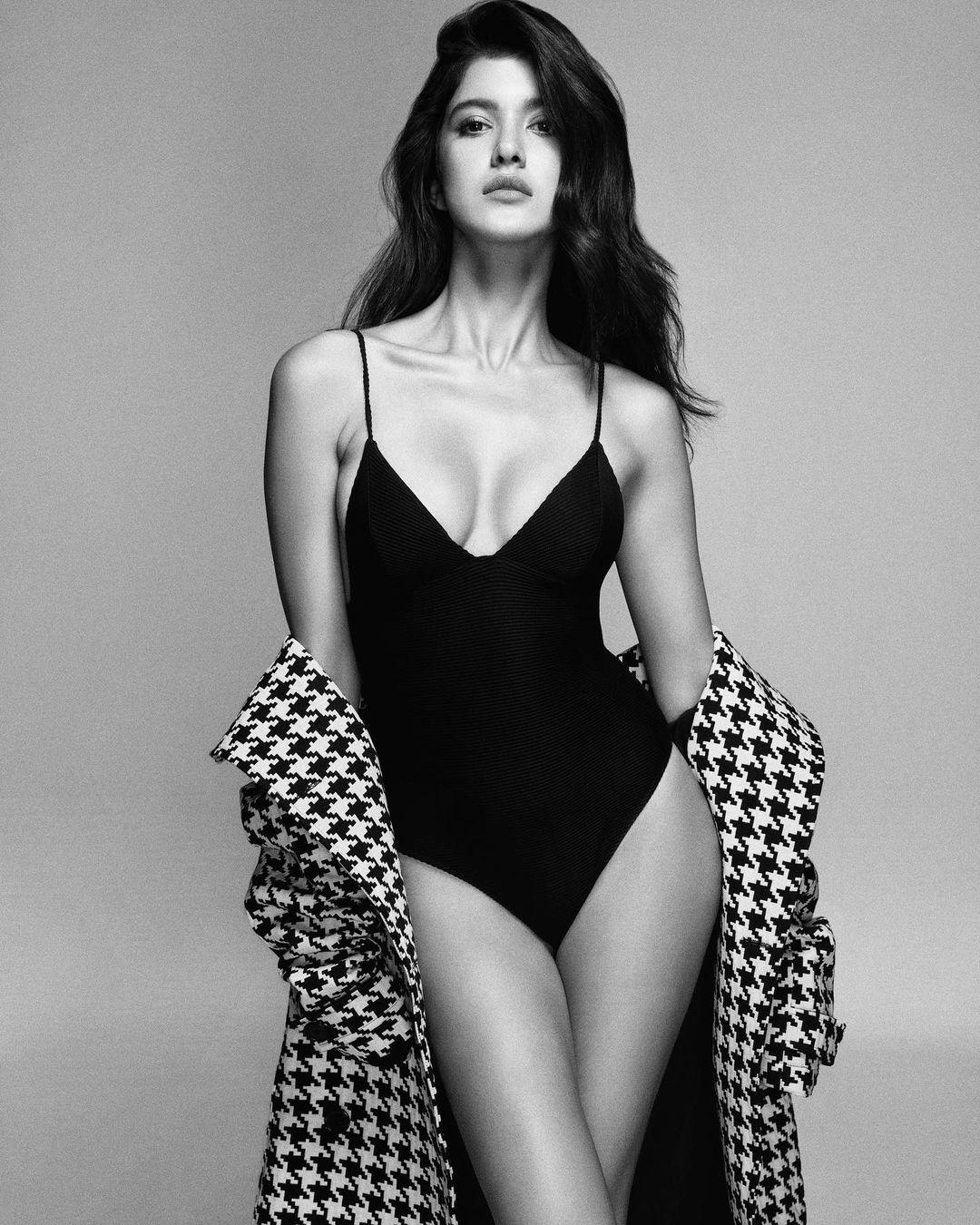 Shanaya Kapoor black bikini