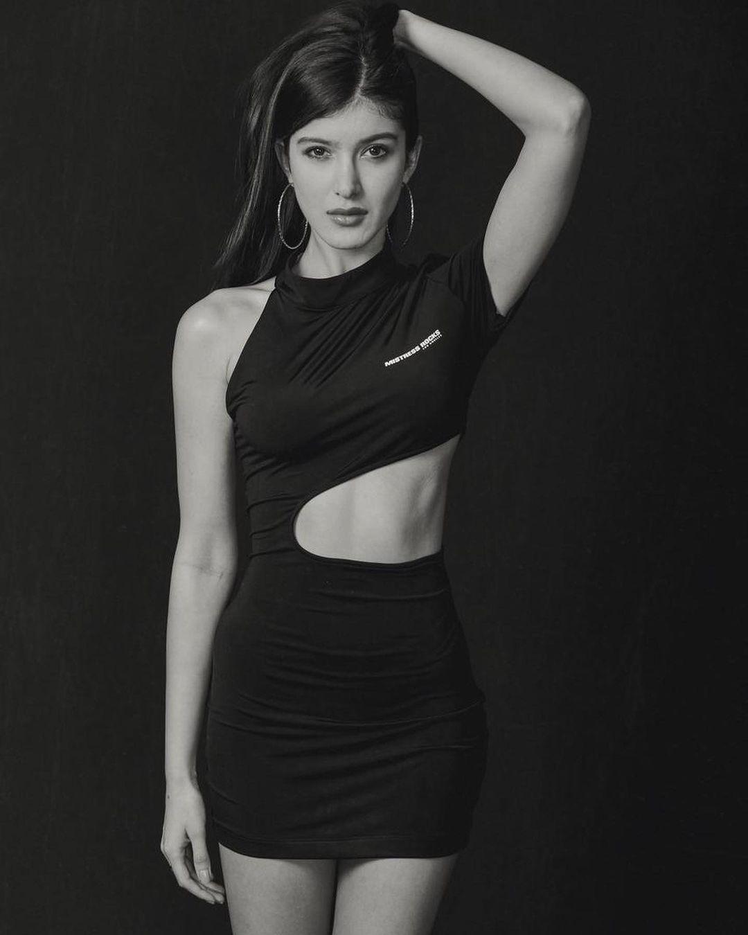 Shanaya Kapoor in black hot black dress