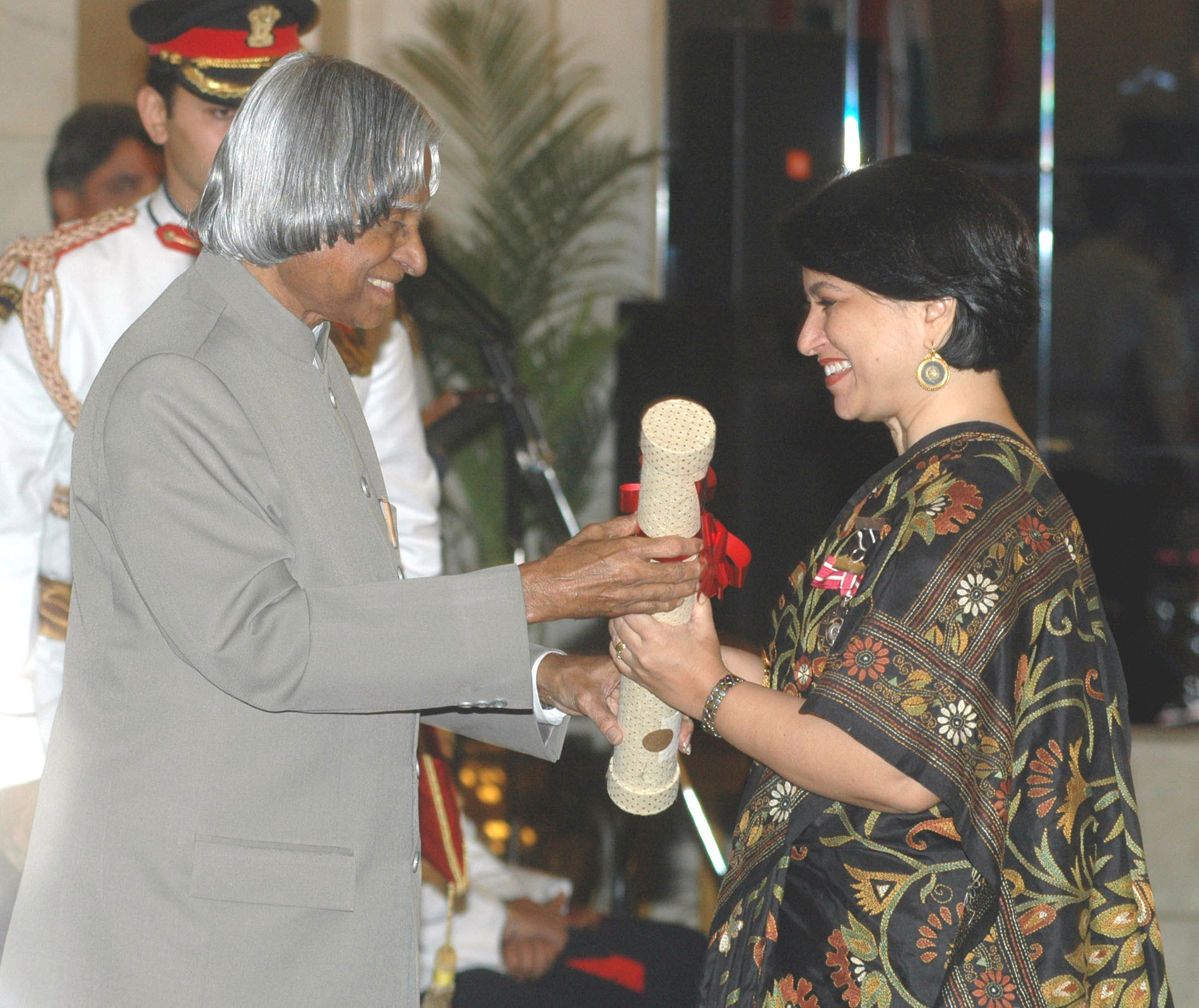 The President, Dr. A.P.J. Abdul Kalam presenting the Padma Shri Award 2006 to Ms. Sucheta Dalal, a well-known business journalist, in New Delhi on March 20, 2006.