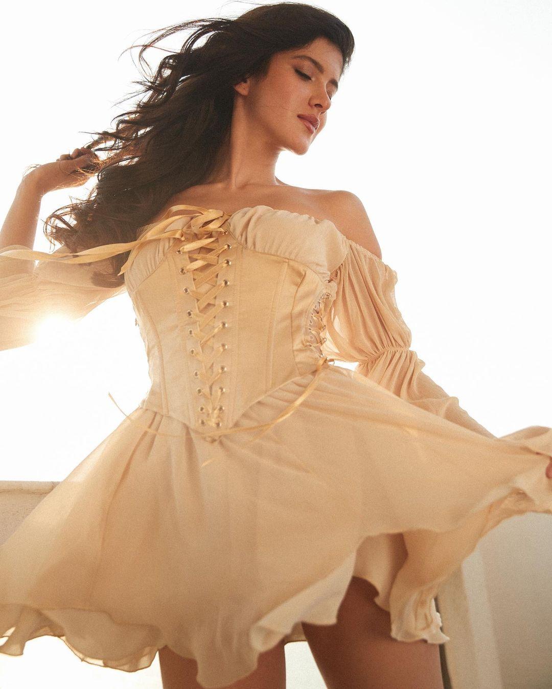 glamorous Shanaya Kapoor