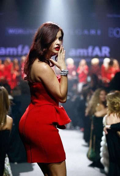 barbara palvin red hot dress