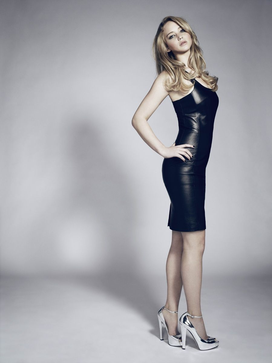 Jennifer Lawrence hot look in leather